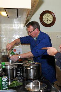 roeren in de pan bij bijbels koken